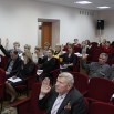 Фото Олега Манварова: голосование участников слушаний.JPG