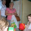 Депутаты Алексей Дорохин и Валентина Камаева вручают подарок .JPG